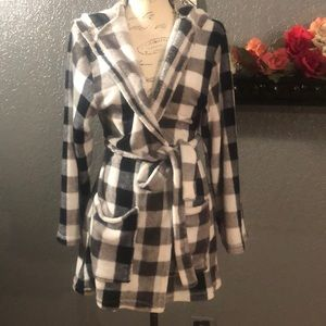 Bobbie & Brooks Sleepwear Short Plaid Robe S/M